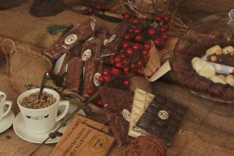 Chocolate-shop-window-800px-480x320